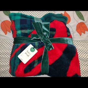 Other - Soft & cozy Aerie throw blanket NWT